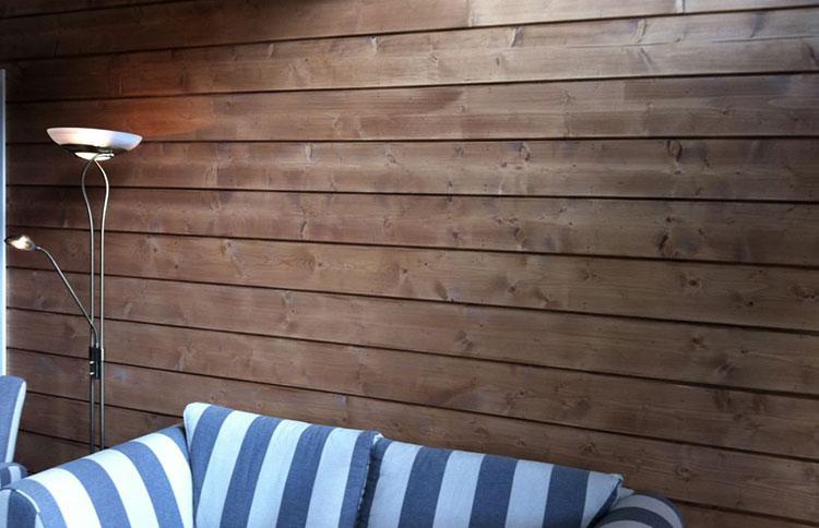 стена обработанная антисептиком